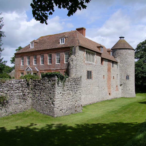 Westenhanger Castle (photo by Ian Knox [CC BY-SA 2.0 (https://creativecommons.org/licenses/by-sa/2.0)]) (Ian Knox [CC BY-SA 2.0 (https://creativecommons.org/licenses/by-sa/2.0)])
